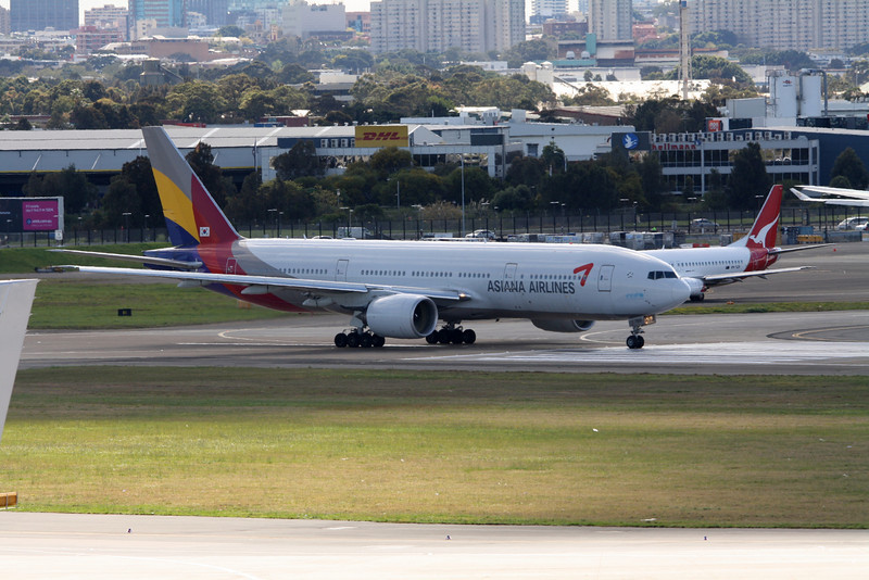 Asiana Airlines Boeing 777-200ER HL7755