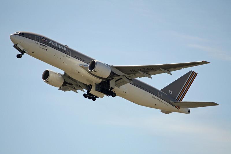 Asiana Boeing 777-200ER HL7742