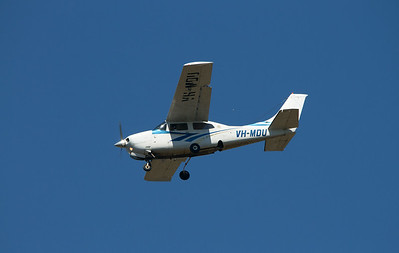 VH-MDU AIR FRONTIER CESSNA-210M