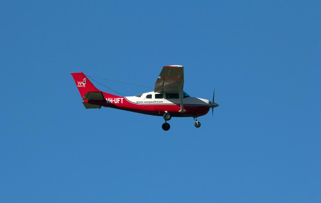 VH-UFT WEIPA AIR CESSNA-206