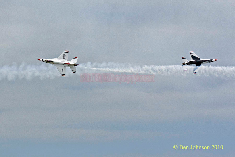 The Air Force Thunderbirds - Photos from the 8th annual Thunder Over The Boarwalk - 2010 Atlantic City Air Show, August 25, 2010