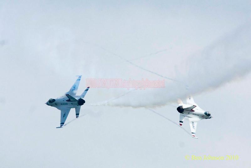 The Air Force Thunderbirds - Photos from the 8th annual Thunder Over The Boarwalk - 2010 Atlantic City Air Show, August 25, 2010