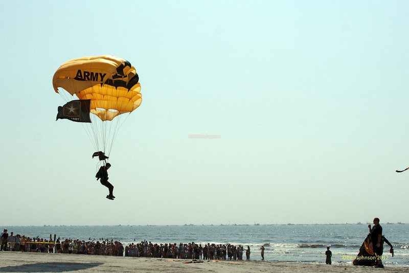 U.S. Army Golden Knights - Photos of highlights from the 10th annual Thunder Over The Boarwalk - 2012 Atlantic City Air Show, August 17, 2012