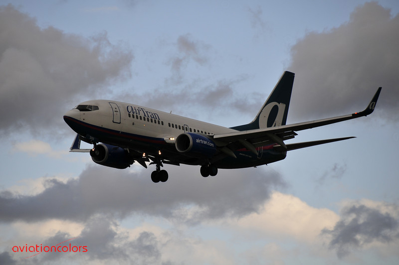 N281AT - 2006 BOEING 737-7BD - 9/27/2009.