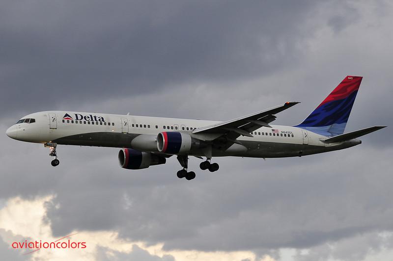 N645DL - 1989 BOEING 757-232 - KBWI - 9/27/2009