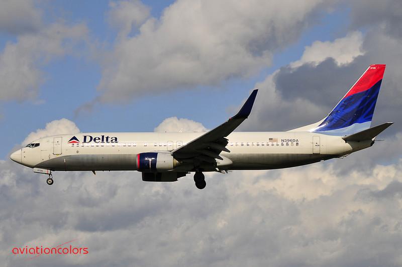 N396DA - 2000 BOEING 737-832 - KBWI - 9/27/2009