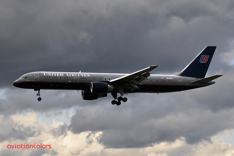 N588UA - 1993 BOEING 757-222 - 9/27/2009.