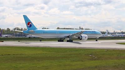HL8010 Korean Air  Boeing 777-300ER high speed brake test prior to its maiden flight. 04-08-2015