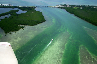 Boating at the Florida Keys, a cluster of about 1700 islands in the southeast United States.  (2001, Piper PA28)