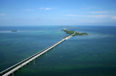 Seven Mile Bridge connecting the Florida Keys, a cluster of about 1700 islands in the southeast United States. They begin at the southeastern tip of the Florida peninsula, south of Miami, and extend to Key West, where the house of Ernest Hemingway can still be visited . The southern tip of Key West is just 140 km from Cuba. (Taken 2001 from a Piper PA28)