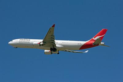 VH-QPC QANTAS A330-300