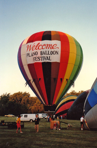 PLANO BALLOON FESTIVAL 1987<br /> This is always the final balloon event of the ballooning season in the Dallas/Ft Worth area, and one all the balloonists look forward to. If they don't show up anywhere else, they show up here.