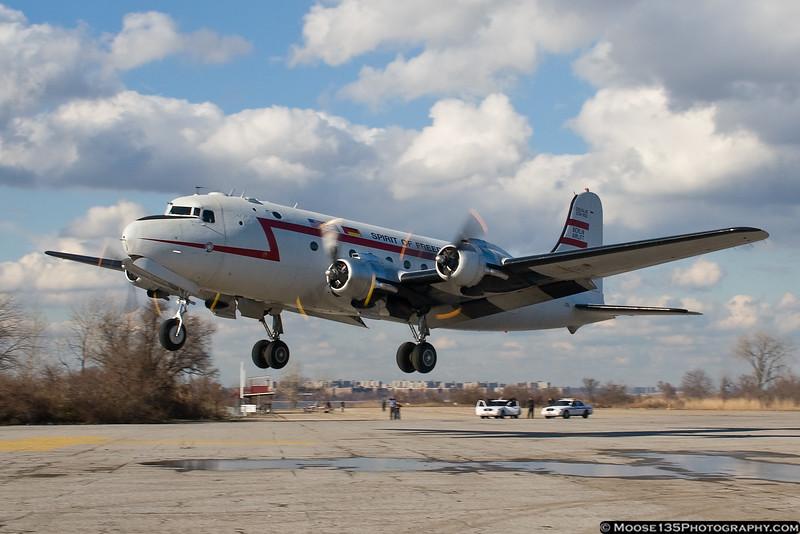 http://www.moose135photography.com/Airplanes/Berlin-Airlift-C-54/i-VChzPGL/0/L/JM_2011_03_11_BAHF_N500EJ_017-L.jpg