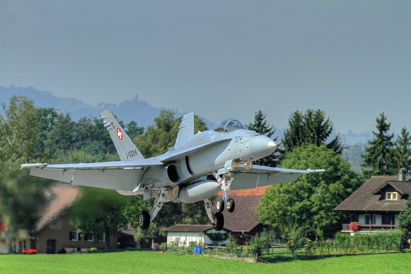 Swiss F/A-18C landing at Emmen