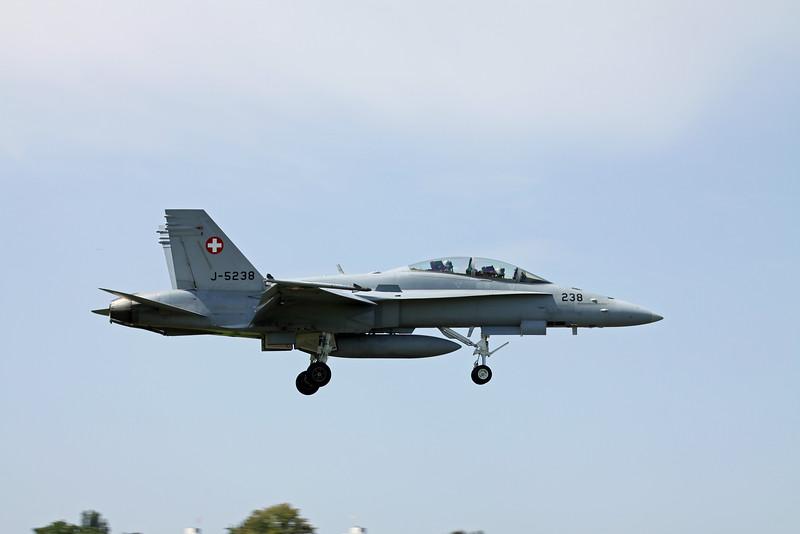 Swiss F/A-18D on approach to Emmen