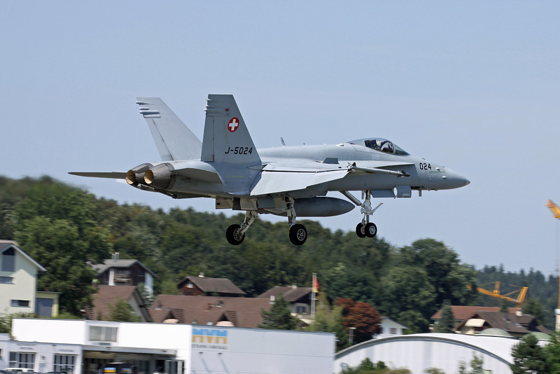 Swiss F/A-18C on approach to Emmen