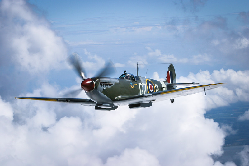 Jerry Yagen in his magnificent Supermarine Spitfire Mk.IX MJ730 over the Delaware countryside .