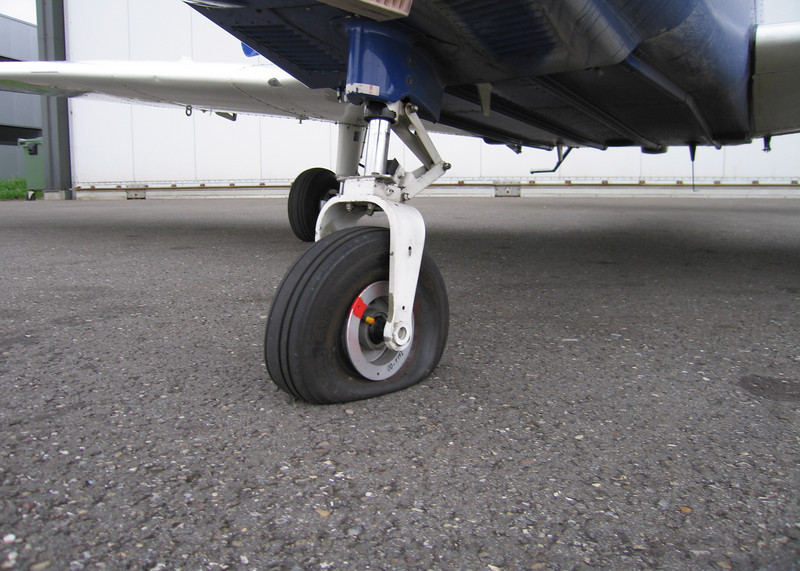 3rd solo.. flat tire..<br /> Luckily for me it was during taxi in.<br /> 12/05/2010