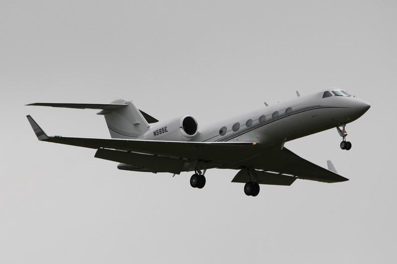 Wells Fargo Bank Gulfstream 4 N595E
