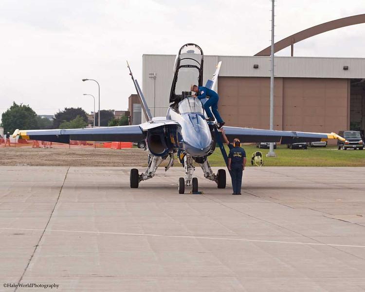 CAPT Greg McWherter Dismounts Blue Angel #7