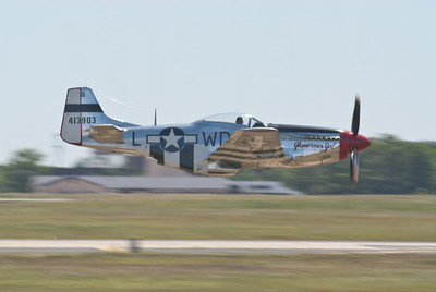 P51 Mustang panned on Runway 19