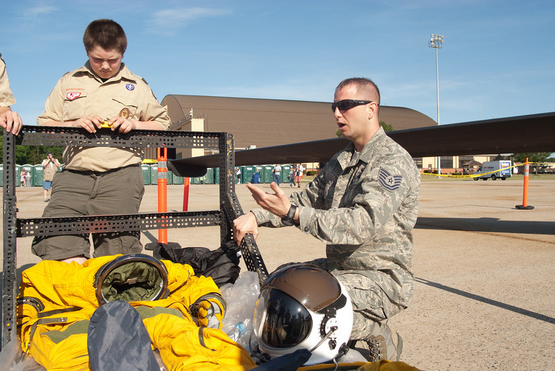 AIrman explaining the function of the space suit for the U2-S