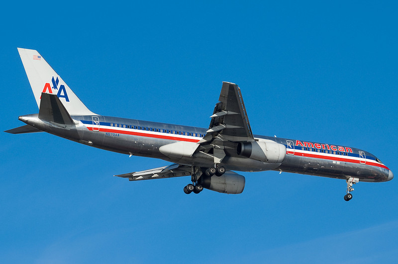 American's 757 is on final for runway 04R at BOS.