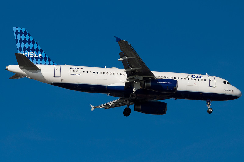 Blue Jersey on final for 04R.