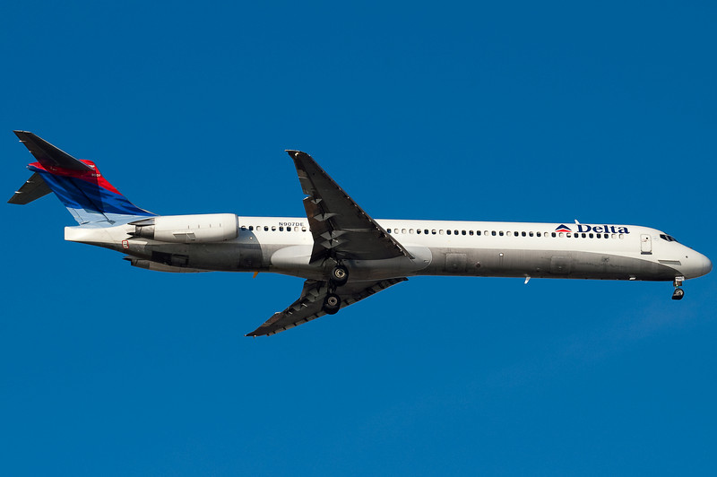 A Delta MD-88 on final for runway 04R.
