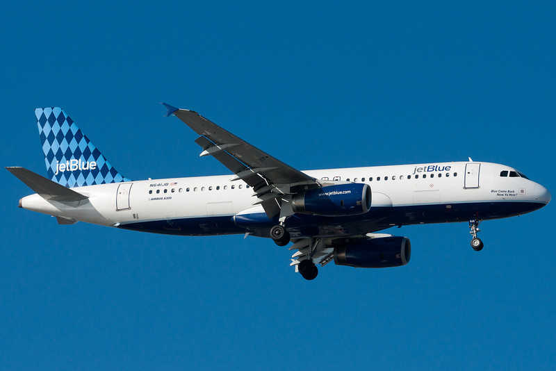 Blue Come Back Now, Ya Hear on final for runway 4R.