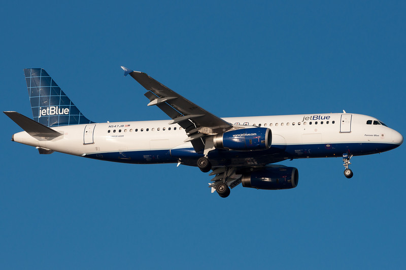 Forever Blue on final for runway 4R.