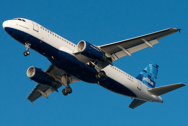 A Friend Like Blue on final for runway 27.