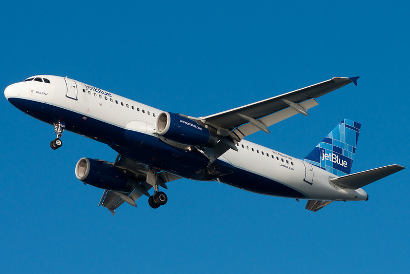 Blue-T-Ful on final for runway 27.