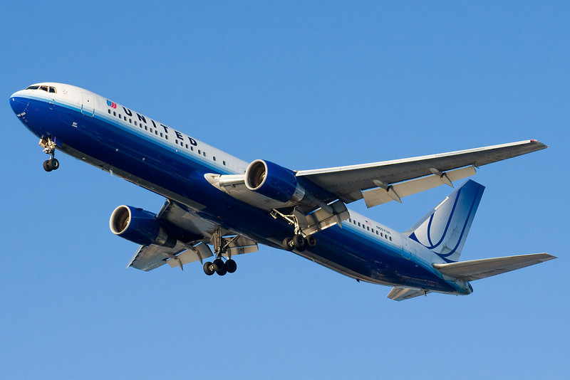 A United 767 from San Francisco on final to runway 27.