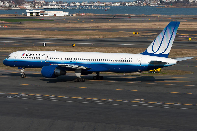 A United 757 taxis for departure.