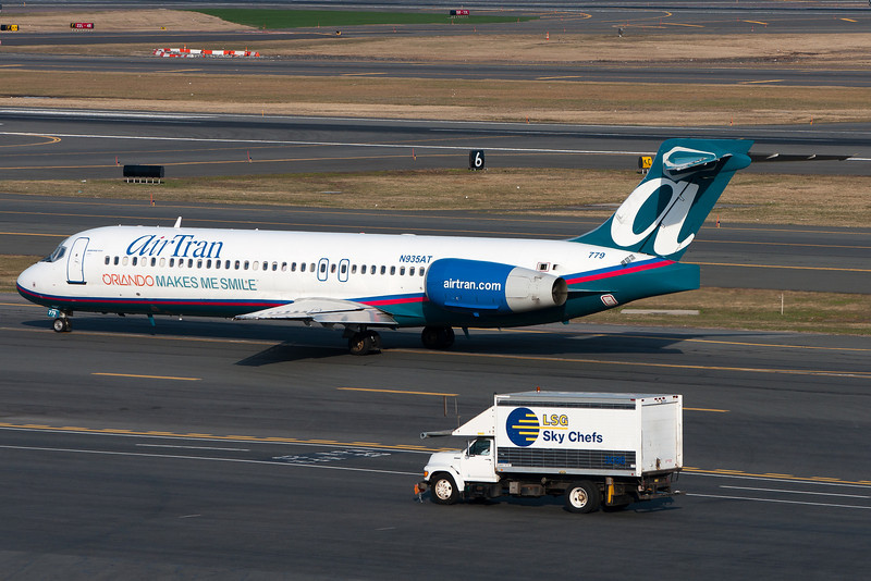 "This AirTran 717 wears a special scheme, ""Orlando Makes me Smile."""