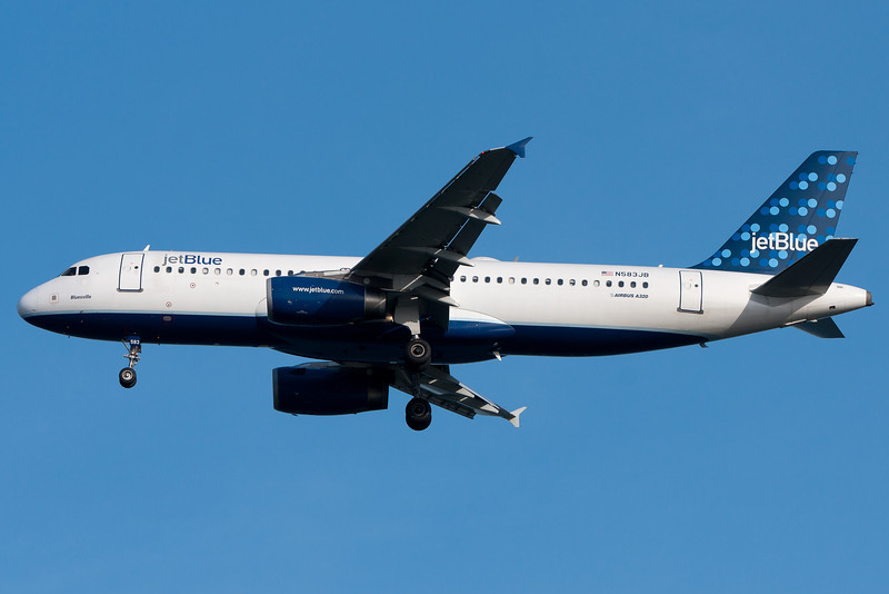 JetBlue on final to runway 04R.