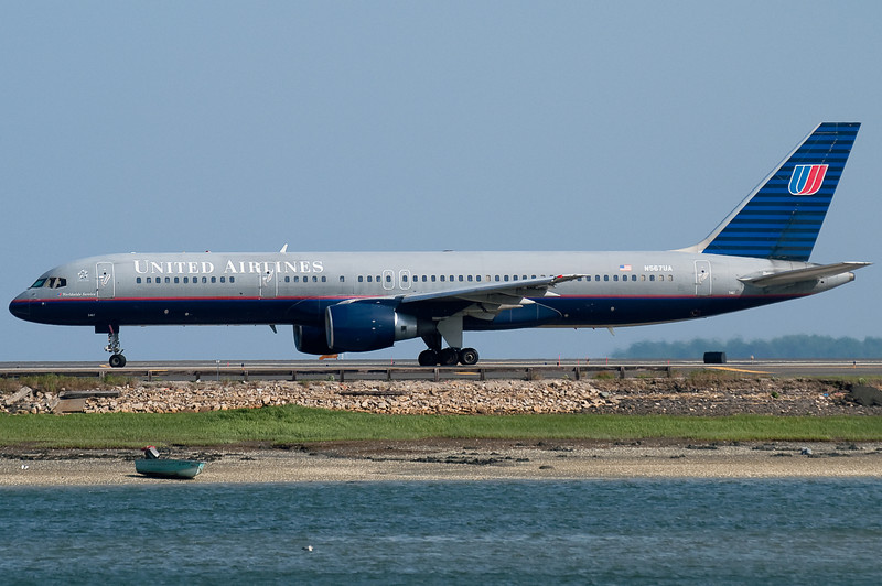 This United 757 is heading off to Chicago.
