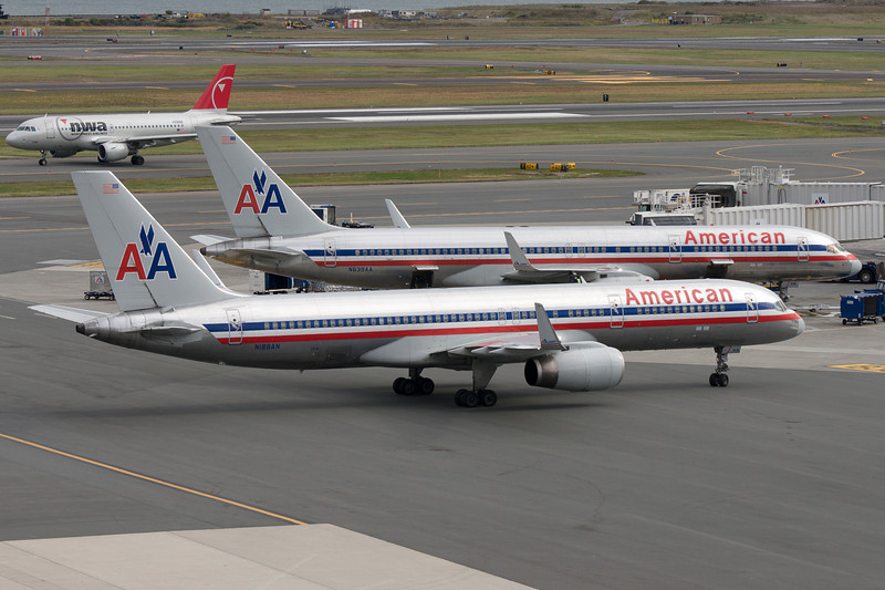 Seeing double? Two American 757s side by side.