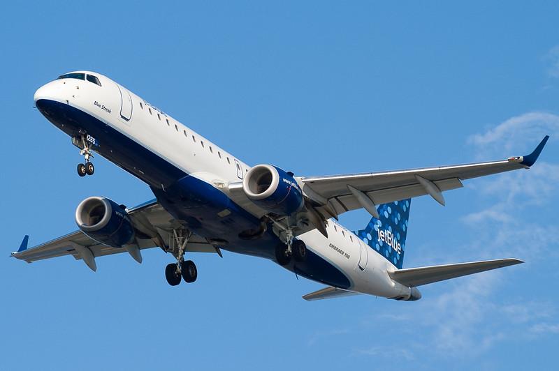 Blue Streak on final to runway 27.
