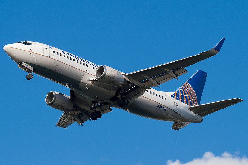 Continental 737 on final to 27.