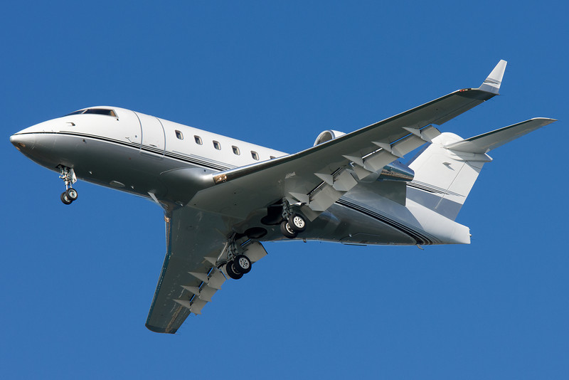 This Challenger is owned by General Electric. Seen here on final for runway 27 at BOS.