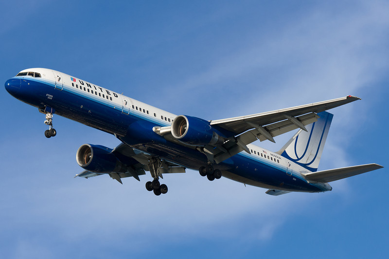 A United 757 in new colors on final for runway 27.