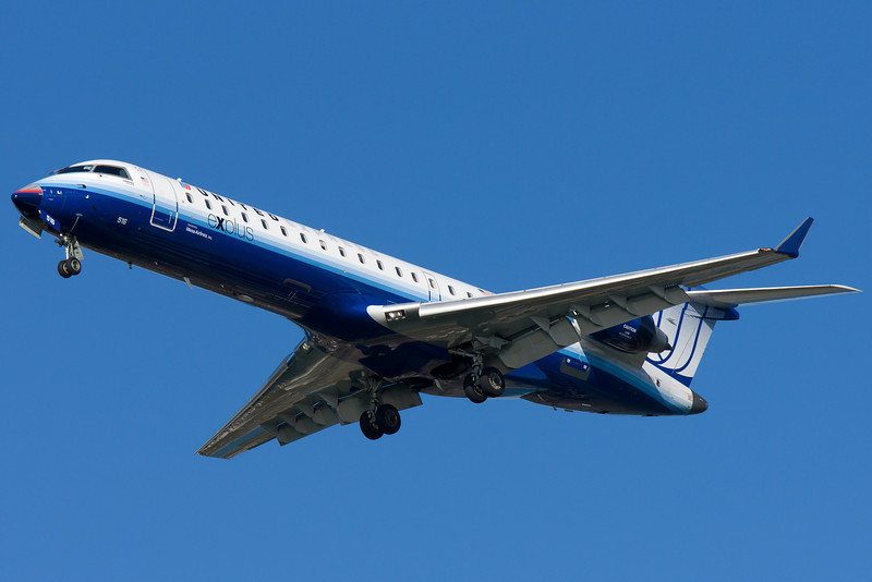A Mesa-operated United Express CRJ-700 has a mismatched nose cone.
