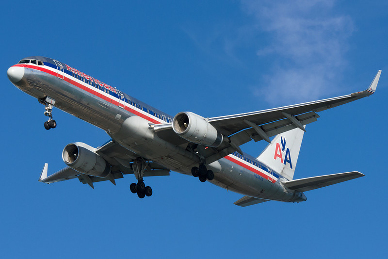 An American 757 on final for runway 27 at BOS.