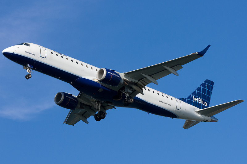 JetBlue Embraer on final for runway 27.