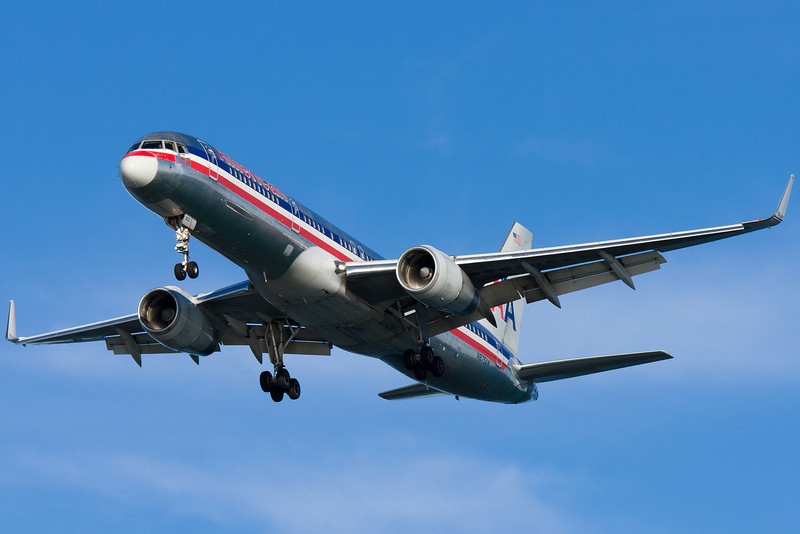 American 757 with some missing paint on final for runway 27.