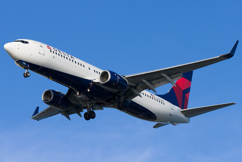 A Delta 737-800 with winglets and the new color scheme on final to runway 27.