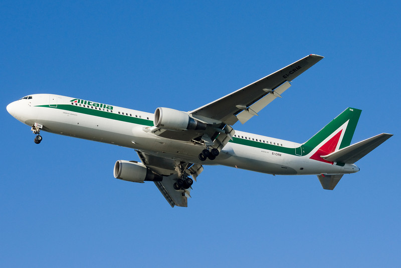 "Alitalia's ""new"" colors aren't much different than their old ones."