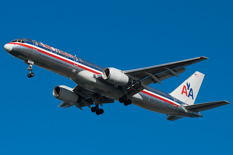 American's 757 on final to 27.